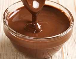 شکلات آب شده به روش بن ماری
