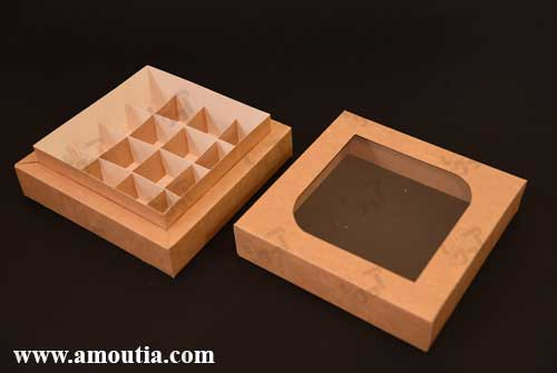 نمای دوره از جعبه شکلات 16 تایی