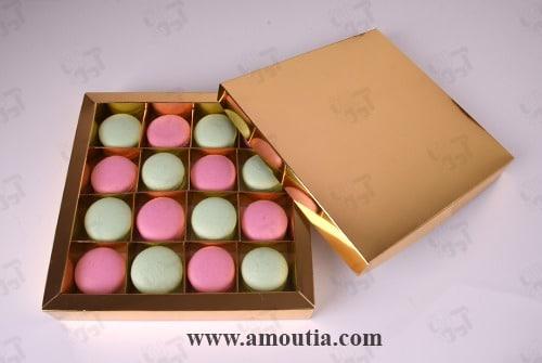 پکیج لاکچری ماکارون صورتی و سبز با جعبه طلایی